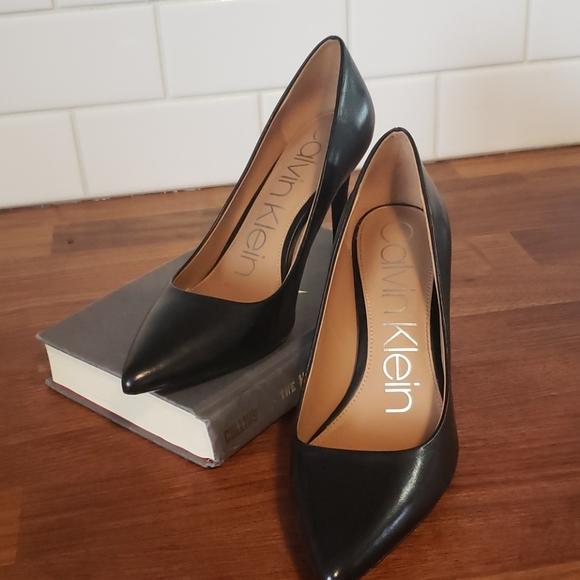 Calvin Klein Gayle black pumps